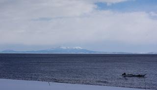羅臼山とウニ漁.JPG